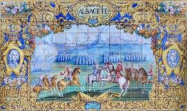 塞维利亚-作为其中一间的阿尔瓦萨特铺磁砖的'省凹室'沿广场de西班牙的墙壁 免版税库存图片