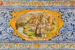 塞维利亚-作为其中一间的Cvenca铺磁砖的'省凹室'沿广场de西班牙的墙壁 库存照片