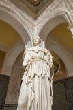 塞维利亚-古色古香的雕象Pallas Pacifera的拷贝在Casa de Pilatos庭院里  免版税库存图片