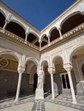 塞维利亚-古色古香的雕象Pallas Pacifera的拷贝在Casa de Pilatos庭院里  库存照片