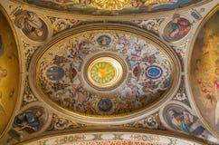 塞维利亚-在教会卡皮亚圣玛丽亚de洛杉矶长老会的管辖区的新的巴洛克式的圆屋顶  库存照片