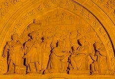 塞维利亚-在普埃尔塔de在大教堂de圣玛丽亚de la塞德的los帕洛斯的三个魔术家场面米格尔Perrin (1481) 免版税库存图片