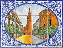 塞维利亚-大教堂de圣玛丽亚de la在餐馆门面铺磁砖的塞德在街道Calle阿尔瓦雷斯金特罗上的 免版税库存图片