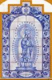 塞维利亚-念珠的陶瓷铺磁砖的玛丹娜在教堂卡皮亚dos de马约角门面的  免版税库存照片