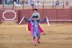 塞维利亚- 5月16 :西班牙斗牛士执行一头斗牛在Th 免版税库存照片