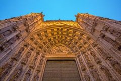 塞维利亚-主要西部门户(普埃尔塔de la亚松森)大教堂de圣玛丽亚de la塞德 免版税库存照片