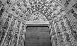塞维利亚-主要西部门户(普埃尔塔de la亚松森)大教堂de圣玛丽亚de la塞德 库存照片