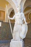 塞维利亚-雅典娜古色古香的雕象的拷贝在Casa de Pilatos庭院里  免版税库存照片