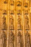 塞维利亚- holys雕象在主要西部门户(普埃尔塔de la亚松森)的大教堂de圣玛丽亚de la塞德 免版税图库摄影