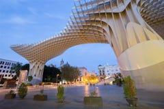 塞维利亚- Metropol遮阳伞木结构位于La恩卡纳西翁广场,被设计 免版税图库摄影