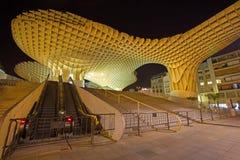 塞维利亚- Metropol遮阳伞木结构位于La恩卡纳西翁广场, 免版税库存图片