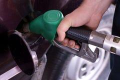 填满汽油 免版税图库摄影