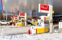 填装专栏用在加油站壳的不同的燃料 库存照片