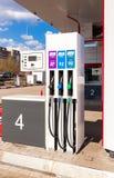 填装专栏用在加油站Lukoi的不同的燃料 免版税图库摄影