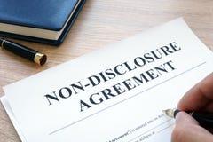 填装在保密协定NDA的人 免版税图库摄影