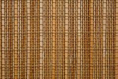 填装整个框架的轻的树荫竹席子的纹理 库存图片