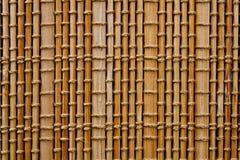 填装整个框架的轻的树荫竹席子的纹理 免版税库存照片
