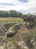 填装杂质或腐败的土壤混凝土罐  免版税库存照片