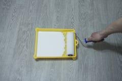 填装涂灰泥的表面的准备进一步绘画的 库存照片