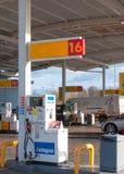 填满液化气, LPG在壳加油站 库存照片