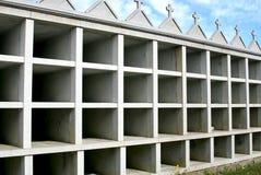 墓地未完成坟墓的西班牙语 免版税库存照片