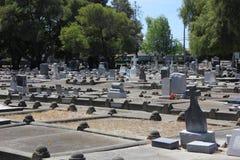 墓碑在坟园 图库摄影