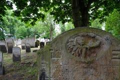 墓碑照片在布兰蒂街的,白教堂,东伦敦英国历史的犹太公墓 免版税库存照片