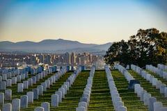 墓碑阴影和圣迭戈都市风景 免版税库存图片