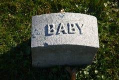 墓碑:婴孩 库存照片