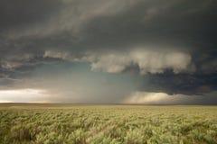 墙壁云彩不祥垂悬在tornadic超级单体雷暴的上升气流下 免版税库存图片