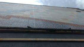墙壁和云彩 免版税库存照片