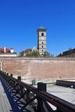 墙壁和圣迈克尔` s大教堂在城堡  免版税库存照片