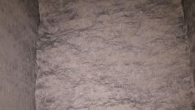 墙壁和死角在被放弃的地下墓穴 影视素材