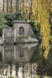 墙壁和窗口Minnewater布鲁日 免版税库存图片