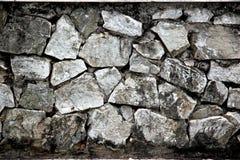 墙壁房子由老石头制成。 免版税库存照片