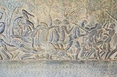 墙壁显示从印度史诗的其中一个吴哥窟画廊情节 免版税库存照片