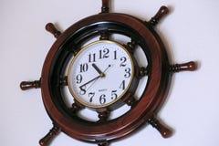 墙壁木时钟 库存照片