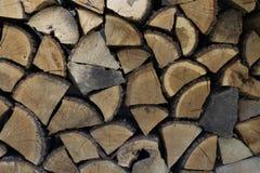 墙壁木柴,干燥切好的木柴日志背景  库存图片