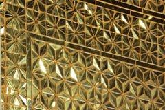 墙壁用金黄玻璃装饰 图库摄影