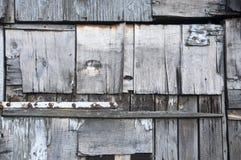 墙壁由各种各样的木零件做成 库存照片