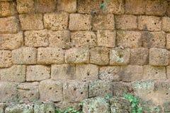 墙壁由火山石头块做成-吴哥窟 免版税图库摄影