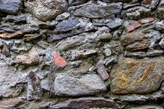 墙壁由自然岩石做成 免版税库存照片