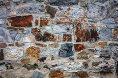 墙壁的片段从切削的石头的 库存照片