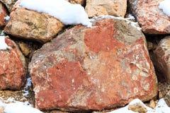 墙壁的片段从一块切削的石头的在阿尔卑斯山 库存图片