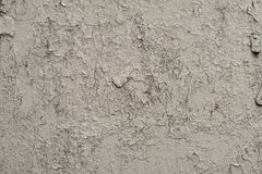 墙壁的白灰色表面有破裂的油漆的,膏药,特写镜头 库存图片