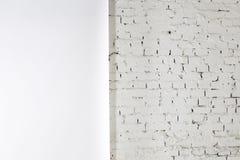 墙壁的白色纹理是半纸,半砖 免版税图库摄影