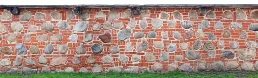 墙壁的长的片段传统化了在减速火箭下 免版税库存图片