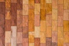 墙壁背景-石墙装饰的布朗综合性石头 免版税库存照片