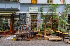 墙壁街道画在克罗伊茨贝格柏林光荣榜里 图库摄影