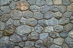 墙壁被修筑涨落不定向背景扔石头 老石制品纹理  文本的空间 可靠性的概念 库存照片